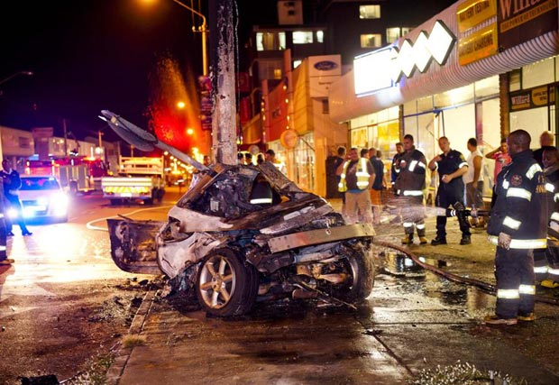 Nissan 350Z collided into the street light pole